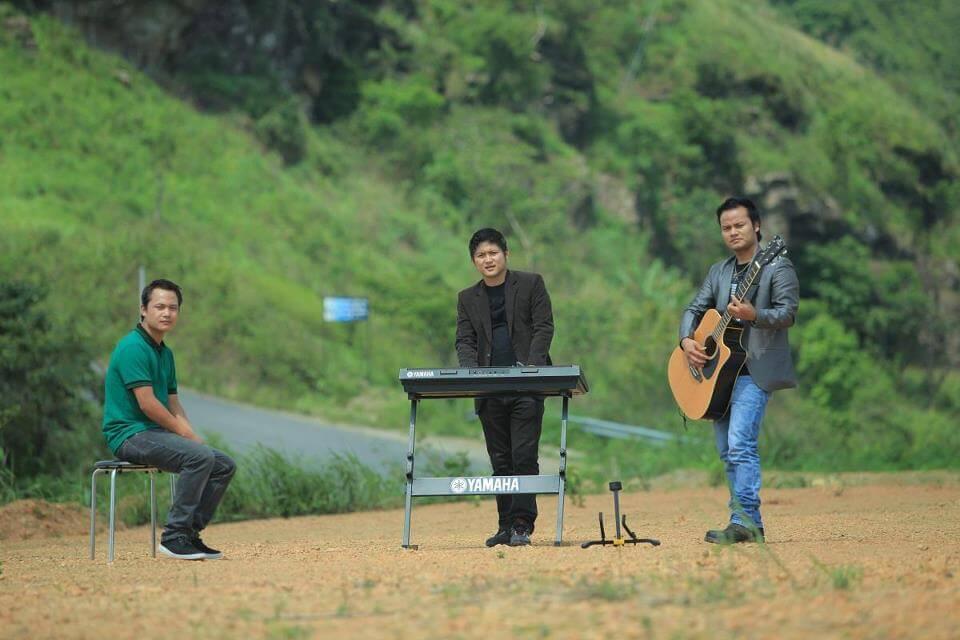 Super Trio 006